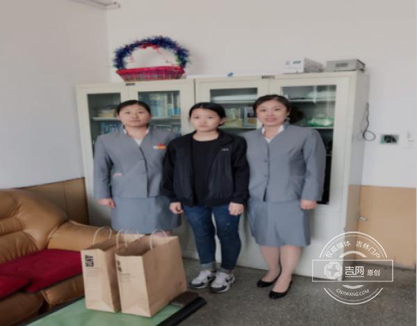 延边农商行图们支行儿童节慰问包保贫困学生