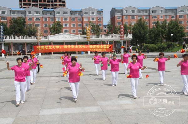 和龙市文化街道文慧社区开展安全生产月文艺汇演