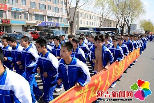 春季万人长跑活动 掀起全民健身热潮