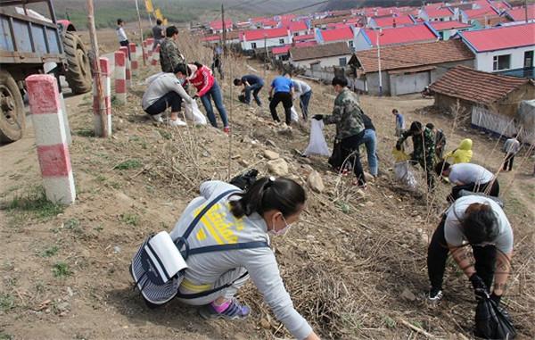 和龙市农业局开展党建带团建 党团共建美丽乡村活动